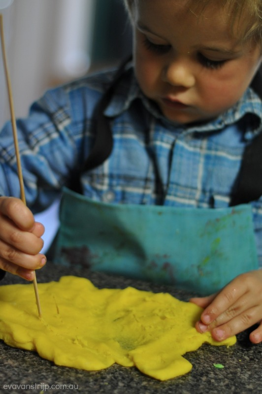 11 Ways to Keep a Toddler Busy and Happy